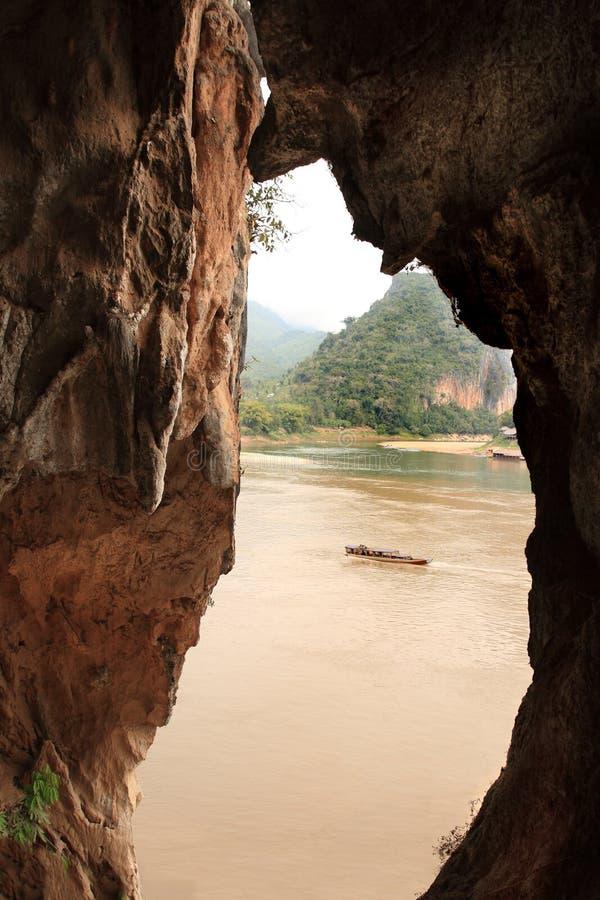 La caverne près de la ville de Vang Vieng (Laos) images libres de droits
