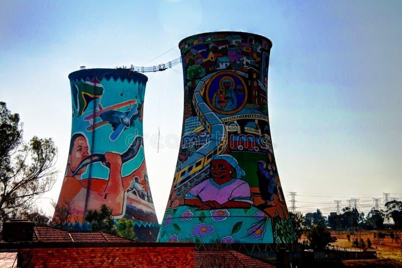 La central eléctrica anterior, torre de enfriamiento, ahora es lugar para el salto BAJO fotografía de archivo libre de regalías