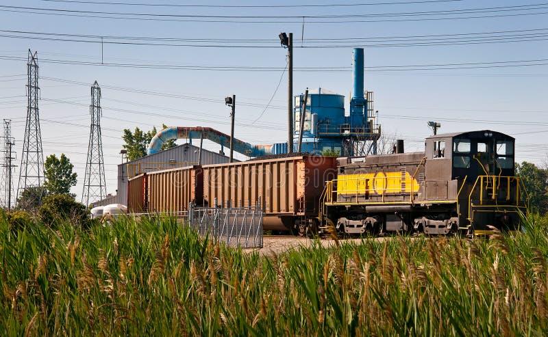 La central eléctrica del tren del carbón descarga imagen de archivo