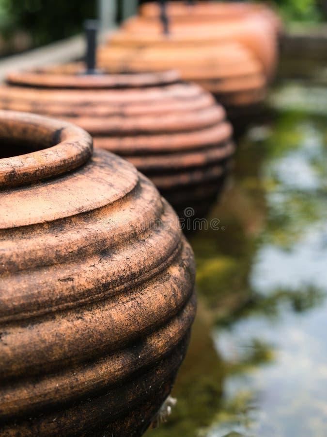 La cerámica Earthware de Brown fotos de archivo