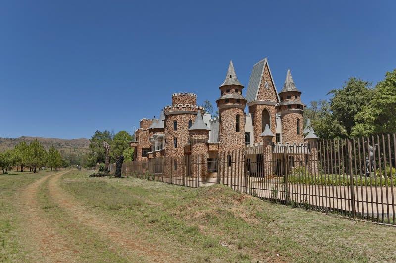 La cerca del metal de Chateau de Nates, Suráfrica imagenes de archivo