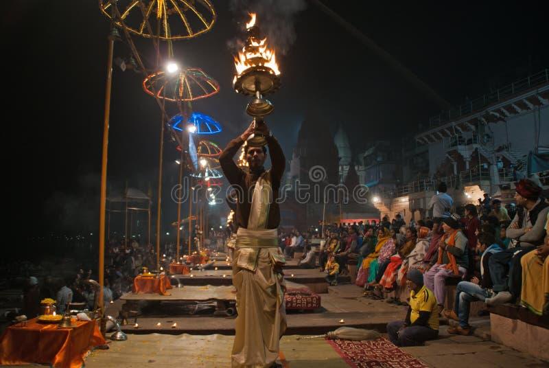 La ceremonia de la puesta del sol, el río Ganges imagen de archivo libre de regalías