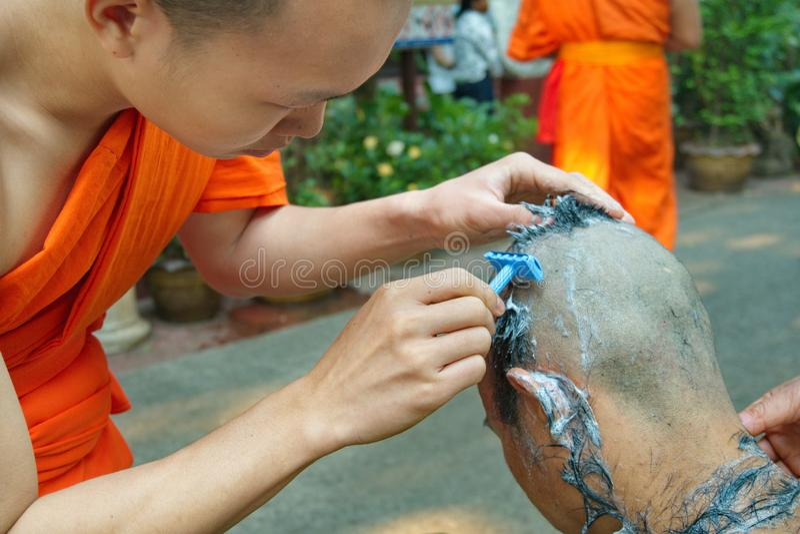 La ceremonia de la ordenación del programa 2019 de la ordenación en Wat Phra Kaew Chiang Rai fotos de archivo libres de regalías