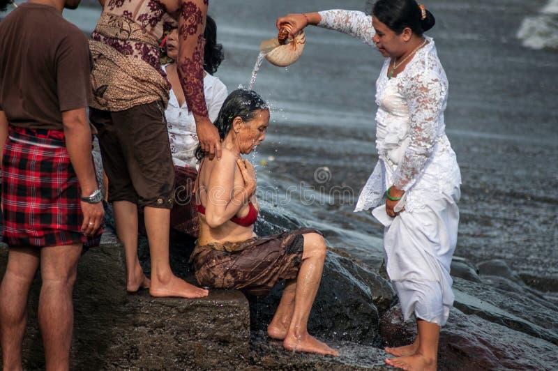 La ceremonia tradicional en Bali llamó Melukat. imágenes de archivo libres de regalías