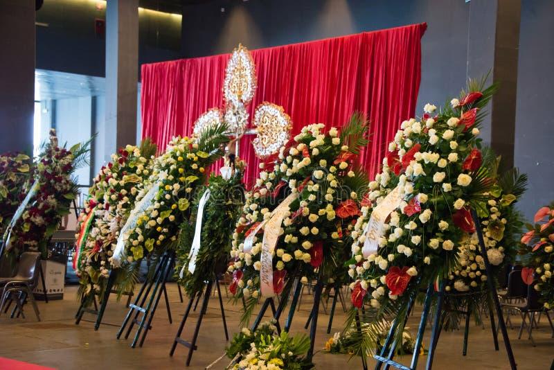 La cerimonia di dolore per le vittime del crollo del ponte Morandi e dei fiori fotografia stock
