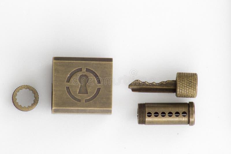 La cerradura de la práctica para lockpicking y los cerrajeros dissasembled imagenes de archivo