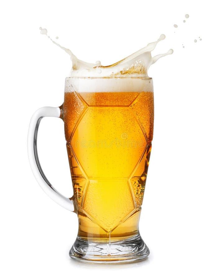 La cerveza con salpica espuma imagen de archivo
