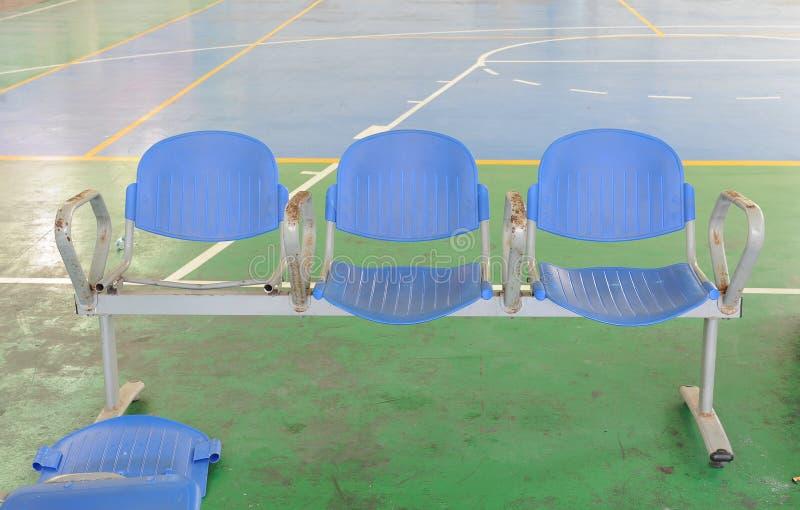 La chaise est dans le coin de stade photo libre de droits
