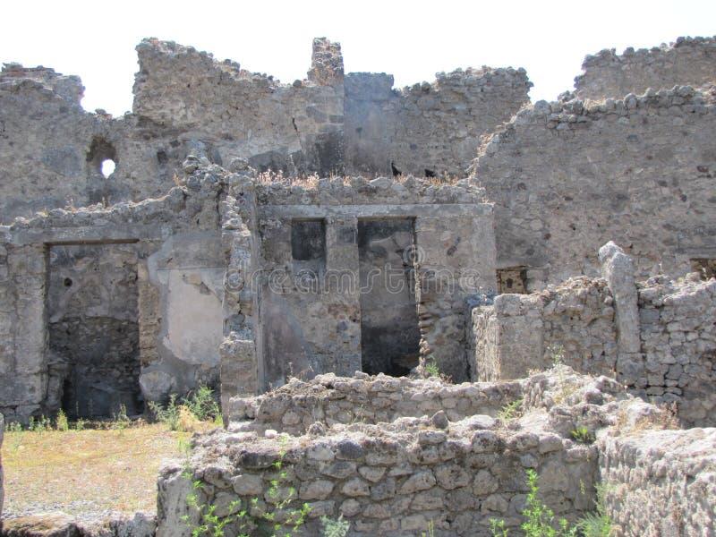 La chaleur étouffante monte au-dessus des ruines de Pompeii en Italie photos stock