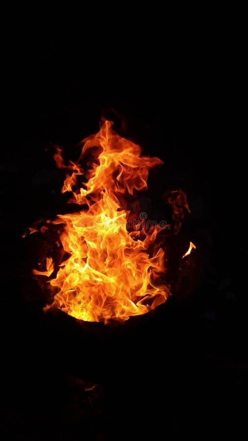 la chaleur des flammes rouges turbulentes photographie stock libre de droits