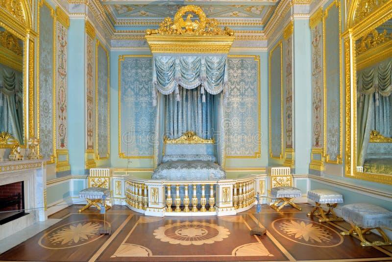 La chambre à coucher avant de l'empereur de la Russie dans la PA de Gatchina photos libres de droits