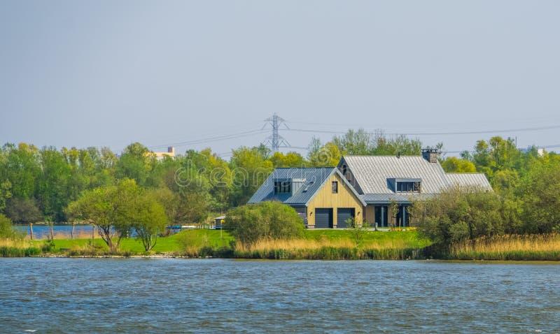 La Chambre à l'eau, cottage au bord de la mer de tholen, des diepsluis de Bergse, Oesterdam, Zélande, Hollandes images stock