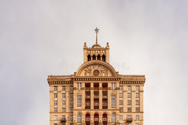 La Chambre avec une étoile sur la place de Khreschatyk a construit 1954 au temps d'Union Soviétique dans Kyiv, Ukraine images libres de droits