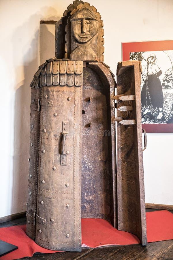 La chambre de torture à l'intérieur des sons se retranchent photos stock