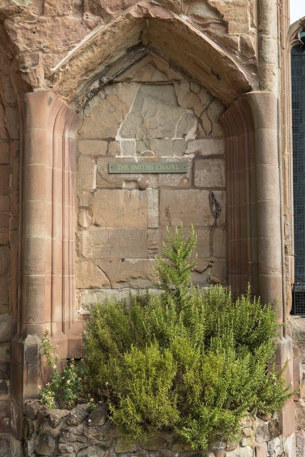 La chapelle de forgerons à la cathédrale de Coventry photos stock