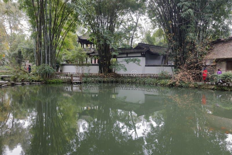 La charca de bambú de Du Fu cubrió con paja el parque de la cabaña, adobe rgb imagen de archivo