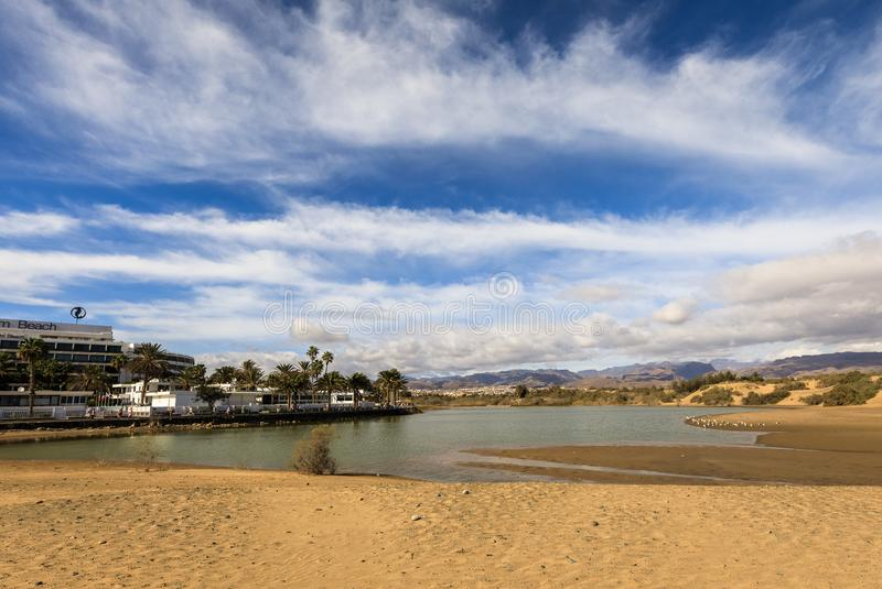 La Charca, de plaats van de vogelobservatie in het Maspalomas-Duinennatuurreservaat in Maspalomas in Gran Canaria, Spanje royalty-vrije stock foto's