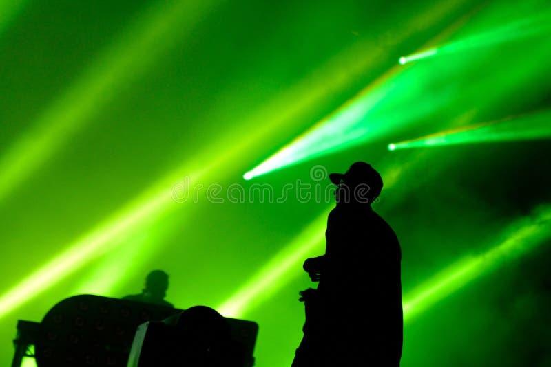 La chasse et le statut (bande britannique de duo de production de musique électronique) exécute au festival de BOBARD images stock