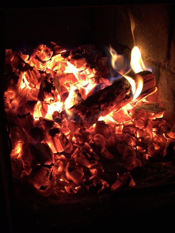 La cheminée étonnante chauffent photographie stock libre de droits