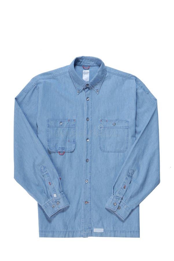 La chemise bleue de denim est isolée sur le blanc photos libres de droits
