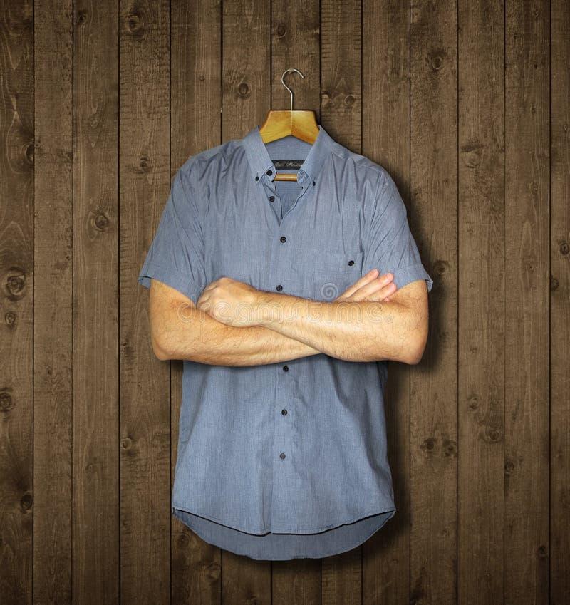 La chemise et les bras images libres de droits