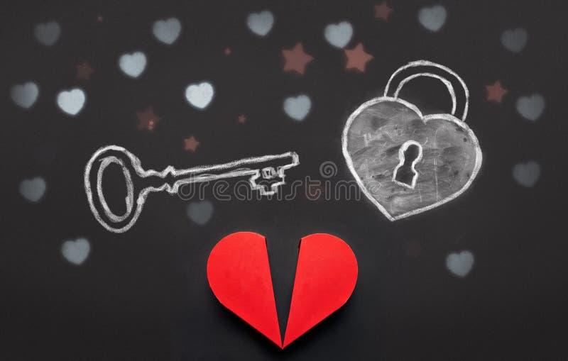 La chiave ed il cuore hanno modellato il keylock, concetto del giorno di biglietti di S. Valentino immagine stock libera da diritti