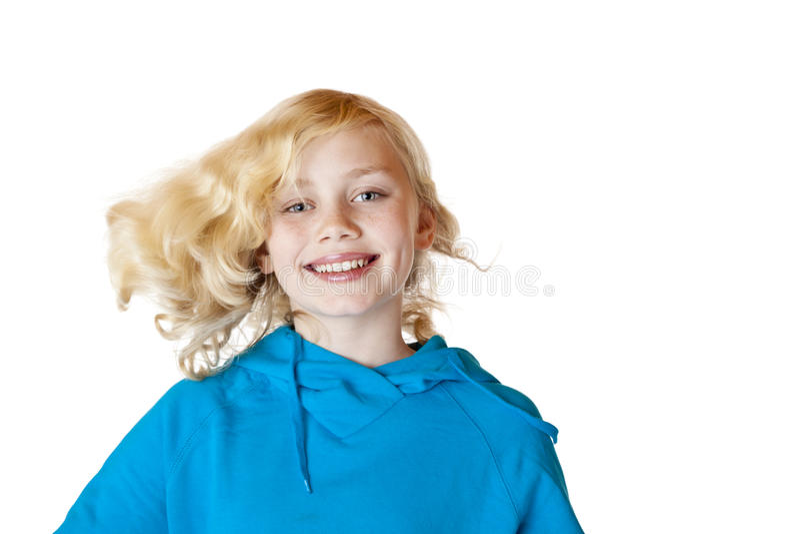 La chica joven baila con el pelo del vuelo fotos de archivo