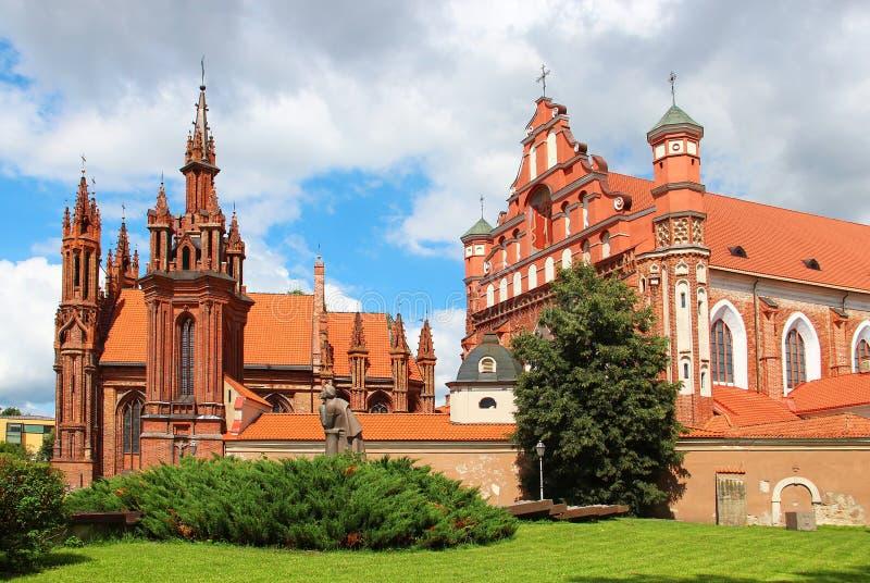La chiesa di St Anne e la chiesa di St Francis a Vilnius fotografia stock libera da diritti