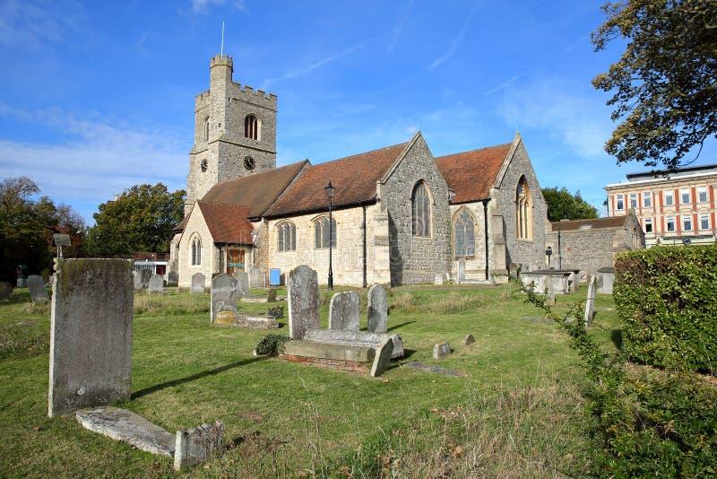 La chiesa di St Clement situata sulla collina della chiesa con le tombe nella priorità alta, Leigh sul mare immagini stock