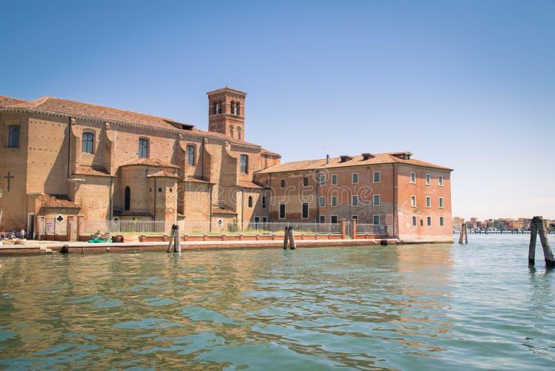 La chiesa di St Dominic ha costruito su un'isola in Chioggia, Italia fotografia stock libera da diritti
