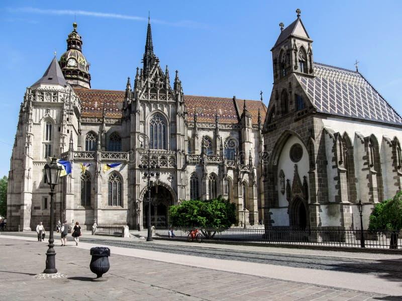 La chiesa di St Michael vicino alla cattedrale della st Elisabeth a Kosice fotografia stock libera da diritti