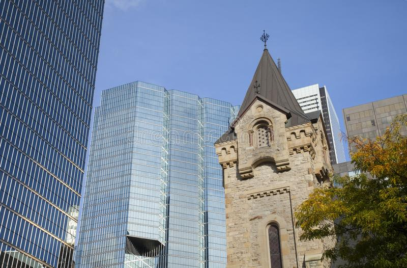 La chiesa presbiteriana del ` s di St Andrew ed il CN si elevano, Ontario, fotografie stock libere da diritti