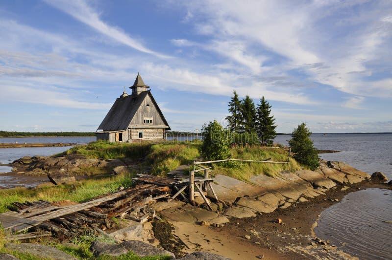 La chiesa rovinata al tramonto, questo è il posto in cui hanno filmato il film da direttore russo Pavel Lungin fotografia stock
