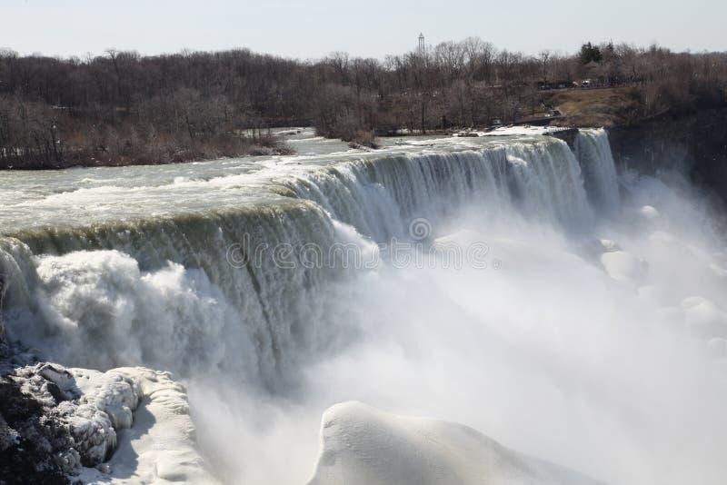 La chute de Niagara dans le witter, freezed photos libres de droits