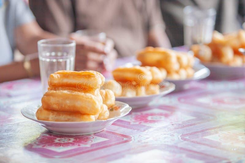 La ciambella cinese o il grissino cinese è prima colazione locale del Laos immagini stock