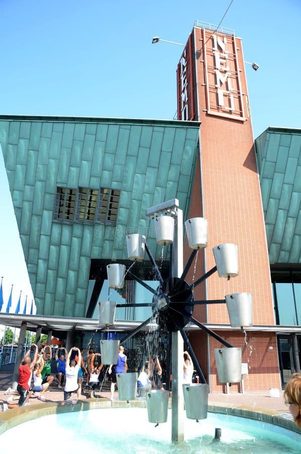 Museo de Nemo - escultura en la entrada imagen de archivo libre de regalías