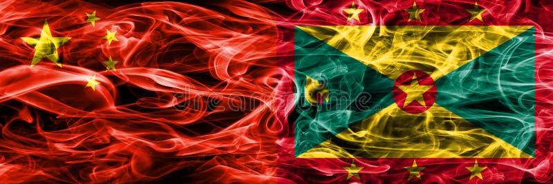 La Cina contro le bandiere del fumo della Granada disposte parallelamente royalty illustrazione gratis