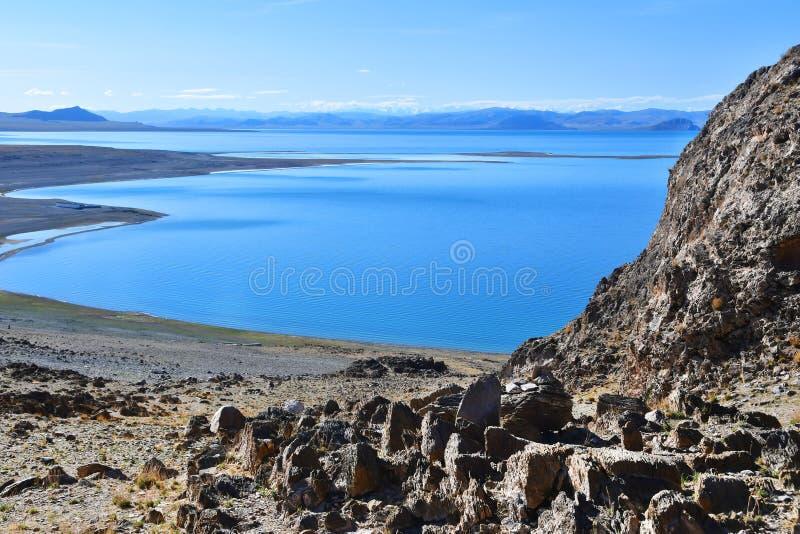 La Cina Grandi Laghi del Tibet Lago Teri Tashi Namtso nel giorno soleggiato a giugno fotografie stock libere da diritti