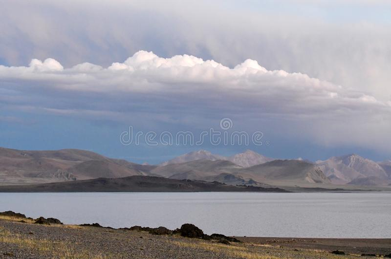 La Cina Grandi Laghi del Tibet Lago Teri Tashi Namtso nella sera di estate fotografia stock