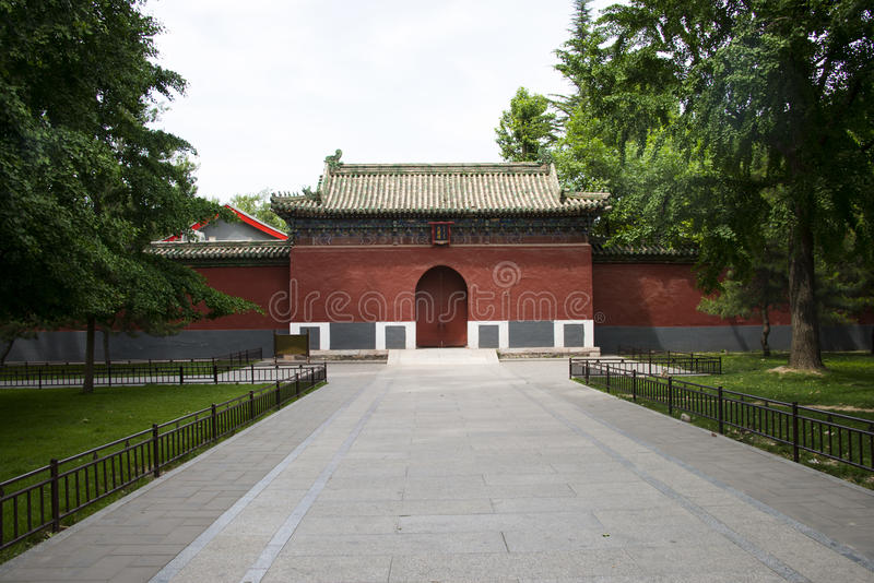 La Cina parco di Asia, Pechino, Beihai, architettura antica, generi differenti di costruzioni fotografie stock