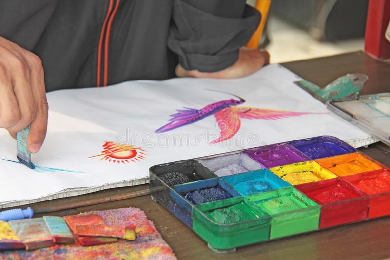 La Cina, Pechino - 9 aprile 2012 Pitture luminose e carta da disegno La Cina fotografia stock libera da diritti