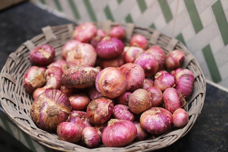 La cipolla è il nome del creatore saporito dell'alimento fotografia stock libera da diritti