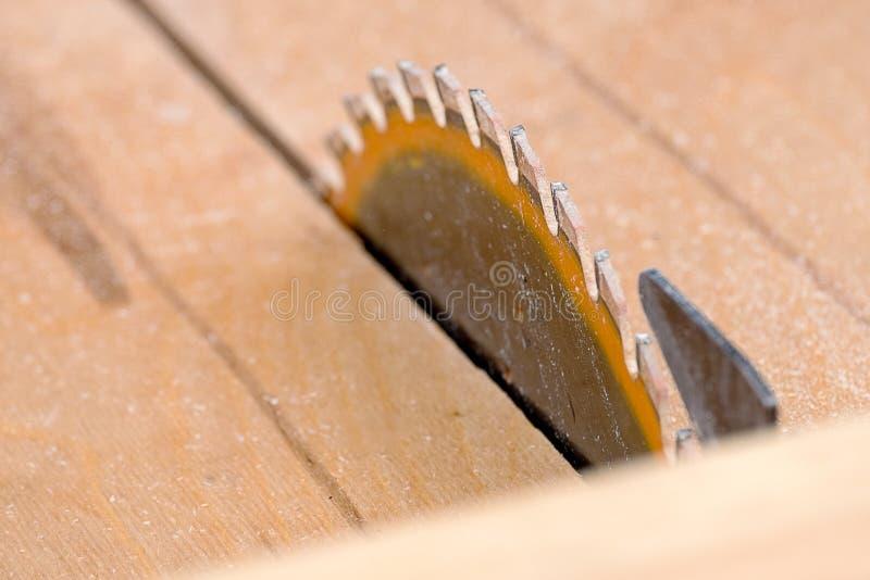 La circulaire a vu sur le fond en bois images libres de droits