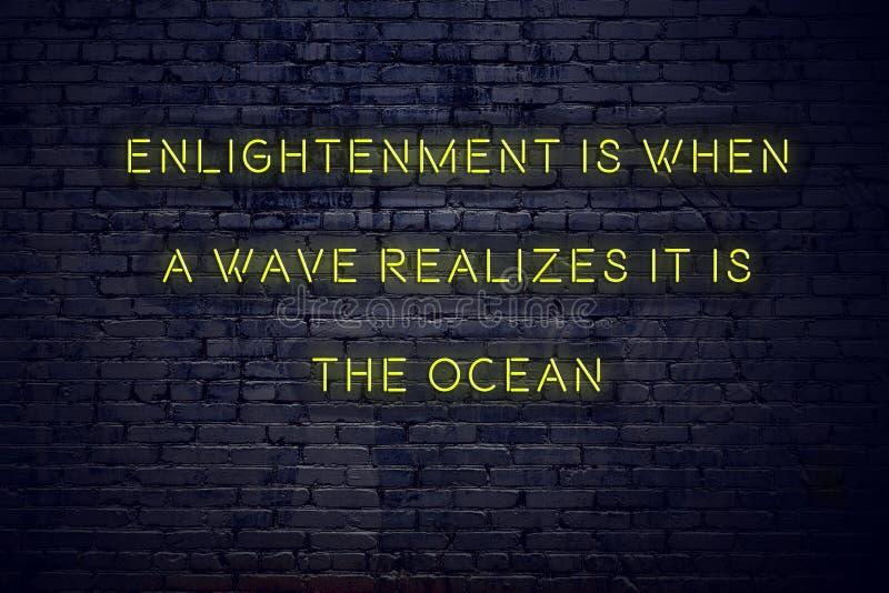 La citation de inspiration positive sur l'enseigne au néon contre l'éclaircissement de mur de briques est quand une vague réalise photos stock
