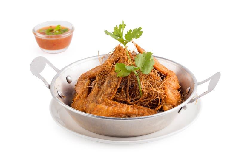 La citronella ha fritto nel grasso bollente il pollo con le erbe isolate su backg bianco fotografie stock libere da diritti