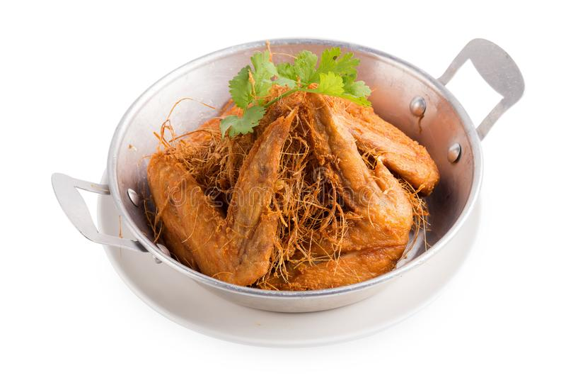 La citronella ha fritto nel grasso bollente il pollo con le erbe isolate su backg bianco immagini stock