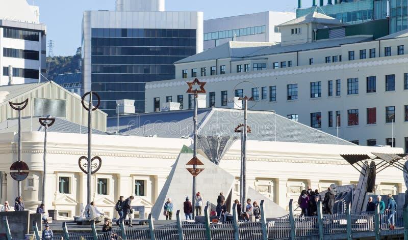 La città al ponte del mare è un materiale illustrativo del pubblico e del ponte pedonale situato in Wellington City, Nuova Zeland fotografia stock