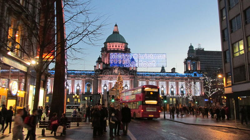 La città di Belfast di stagione invernale dell'Irlanda del Nord accende il Natale fotografie stock