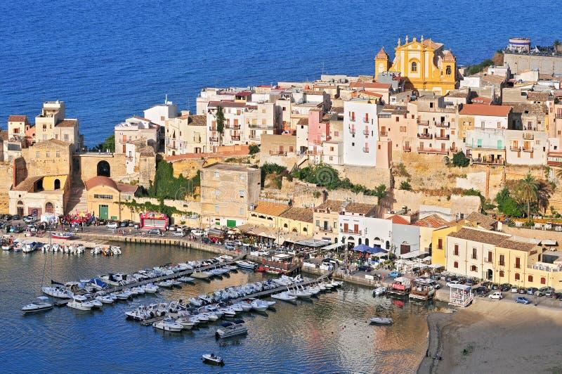 La città di Castellammare del Golfo nella provincia di Trapani in Sicilia Italia fotografia stock libera da diritti
