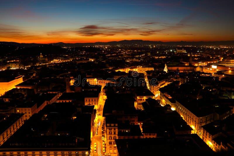 La città di Firenze alla notte fotografie stock